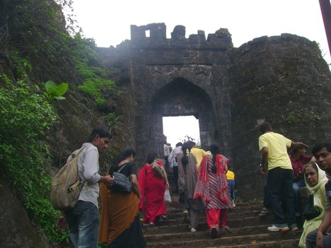 OVERCROWDING_SINHGAD
